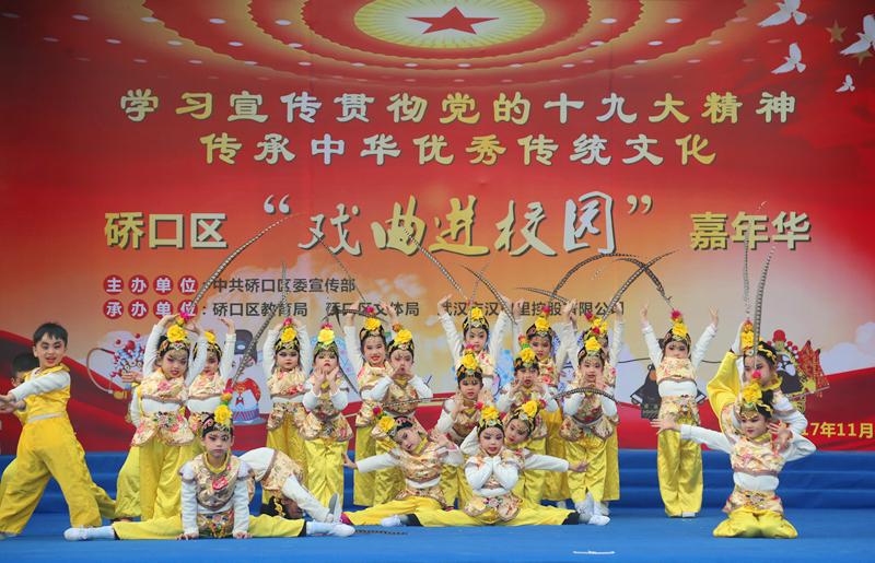 常码头幼儿园表演戏曲操《国粹润童心》 图片来源:武汉文明网