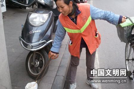 最可爱的人:关爱环境 默默奉献的城市美容师