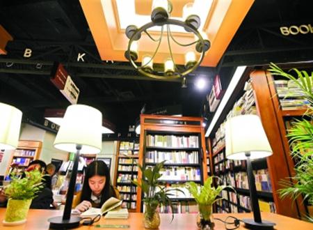 """海豚儿童书店总经理余秀直言,""""我们就是找大型的商业体入驻"""",海豚"""