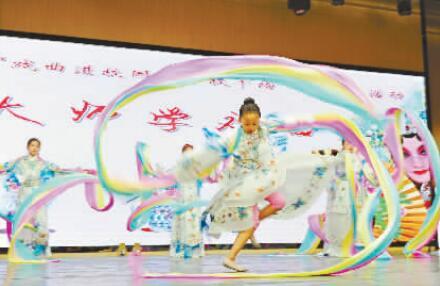 """武汉小学戏曲暑假作业:人人""""开口唱"""""""