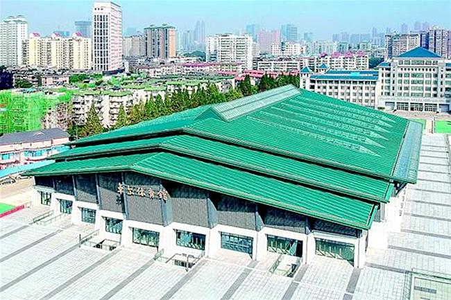武汉大学大学生体育活动中心 设观众席位8031座,主要承担武汉军运会