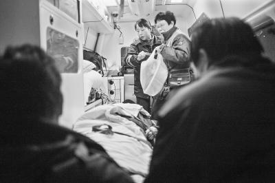 """""""生命接线员""""刘清在线8小时"""