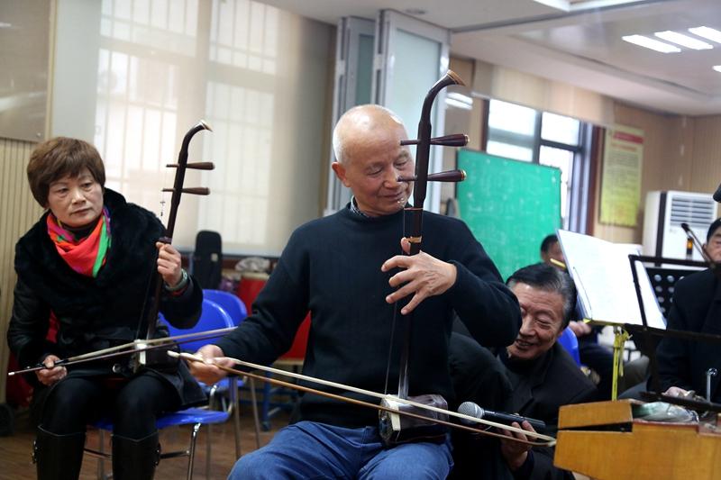 二胡独奏《喜洋洋》 图片来源:武汉文明网